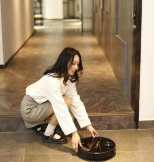 扫地机器人哪个牌子好?家里是木地板的要注意了